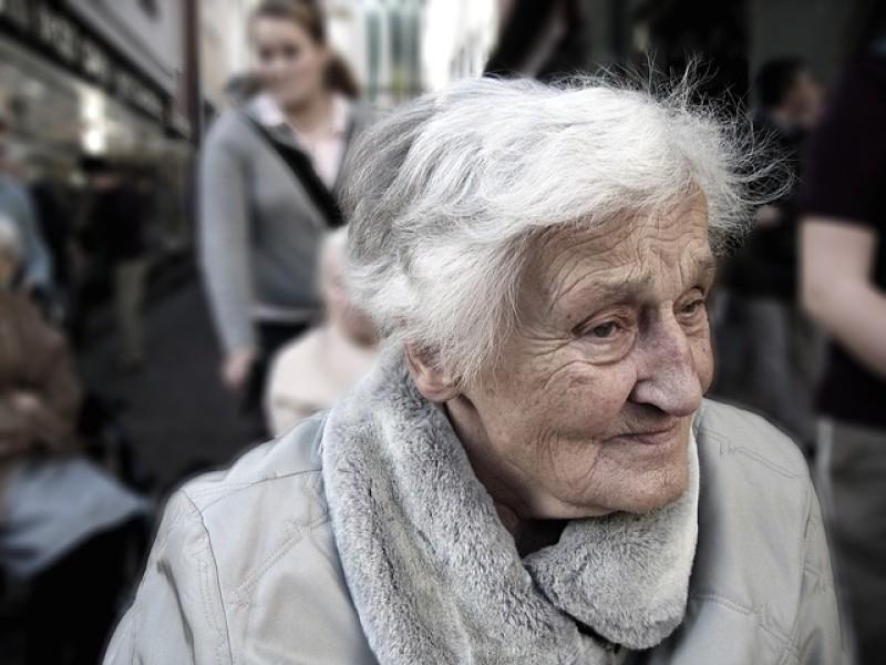 Dom seniora czy prywatna opiekunka?